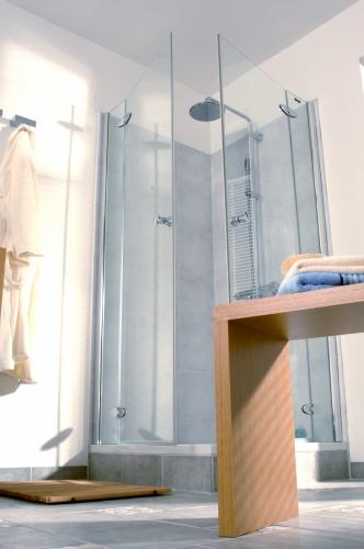 die moderne dusche eckeinstieg als variantenreiche t rtechnik. Black Bedroom Furniture Sets. Home Design Ideas