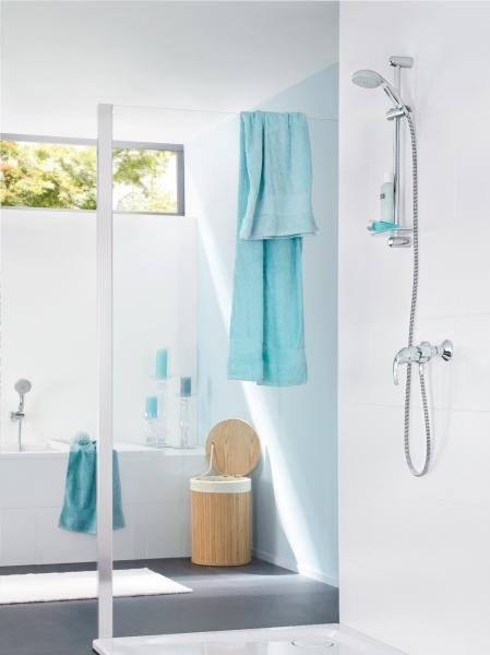 f r rahmenlose eleganz im bad eine verspiegelte glas duschabtrennung einbauen. Black Bedroom Furniture Sets. Home Design Ideas