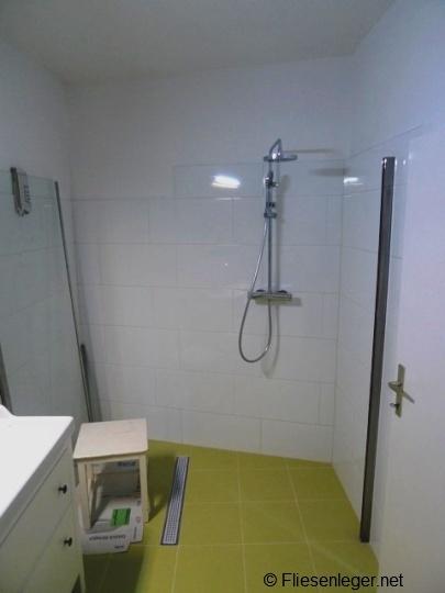 der bodenablauf einer ebenerdigen dusche muss bestimmte anforderungen erf llen. Black Bedroom Furniture Sets. Home Design Ideas