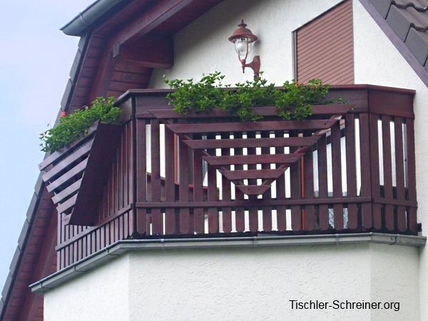 holzfu boden auf dem balkon geeignete holzarten zu beachtende bauvorschriften. Black Bedroom Furniture Sets. Home Design Ideas