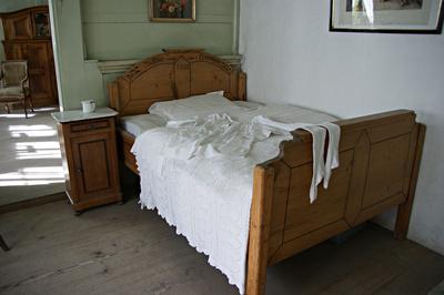 das richtige holz bett f r einen erholsamen schlaf kaufen. Black Bedroom Furniture Sets. Home Design Ideas