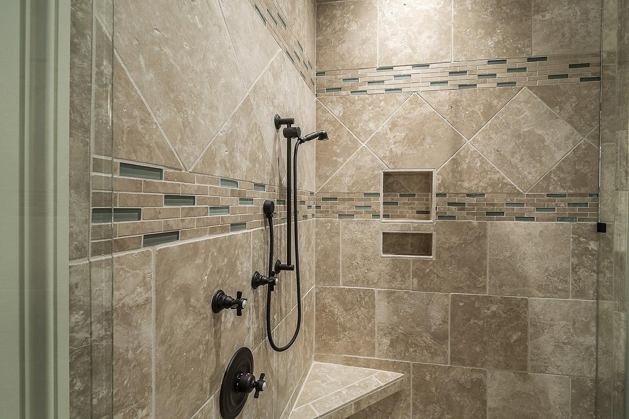 Dusche fliesen ▷ Vorteile, Nachteile & Vorbereitung des Untergrunds
