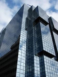 Glas-Fassade eines Bürogebäudes
