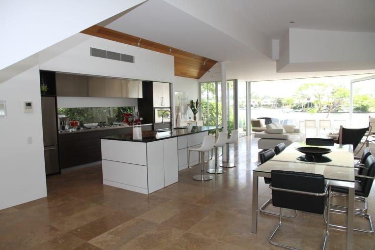 Küchenrückwand aus Glas: Vorteile, Varianten & Kosten