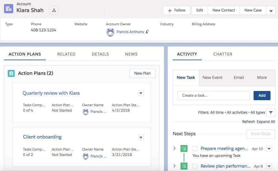 Registerkarte 'Aktionspläne' auf Kiara Shahs Accountseite mit einer zusammenfassenden Ansicht der ihr zugedachten Aktionspläne Die Aktivitätszeitachse von Kiara enthält eine chronologische Auflistung der Aktionsplanaufgaben.