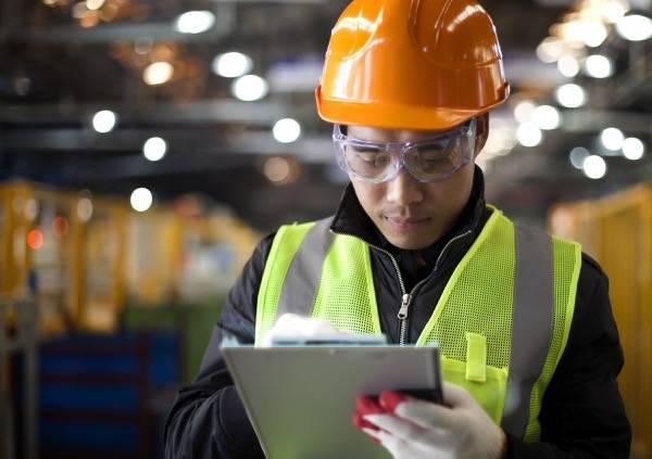 サービス技術者は、適切な交換部品を簡単に見つけて、適切な契約で注文できる。