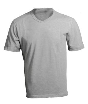 複数の国で販売されている同じグレーの T シャツ。