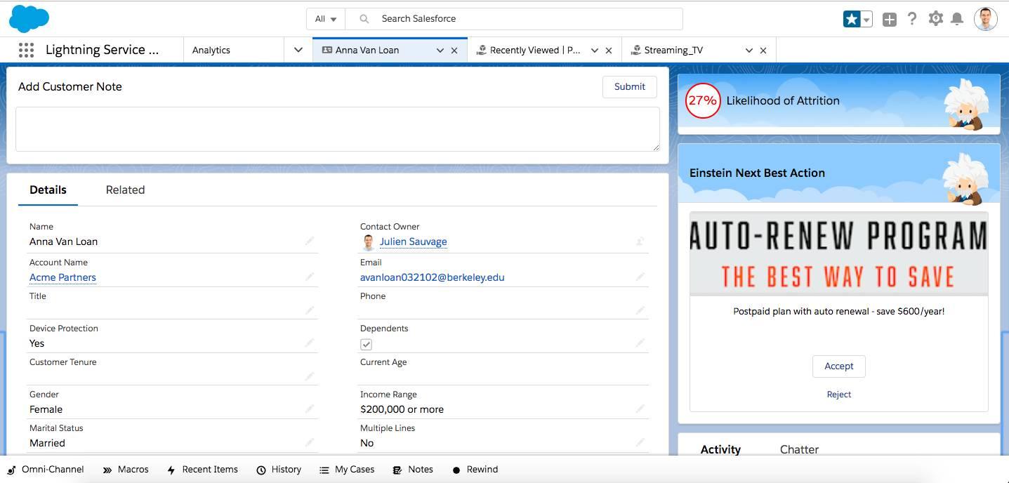 Página de contato mostrando a recomendação do Einstein Next Best Action com pontuação de previsão do Einstein Prediction Builder
