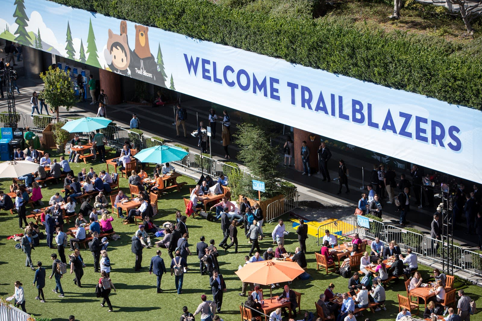 Take some time in the sunshine to network with your fellow Trailblazers.