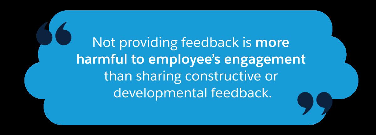 フィードバックを行わない場合は、建設的または発展的なフィードバックを共有する場合よりも、従業員の積極性への悪影響が大きくなります。