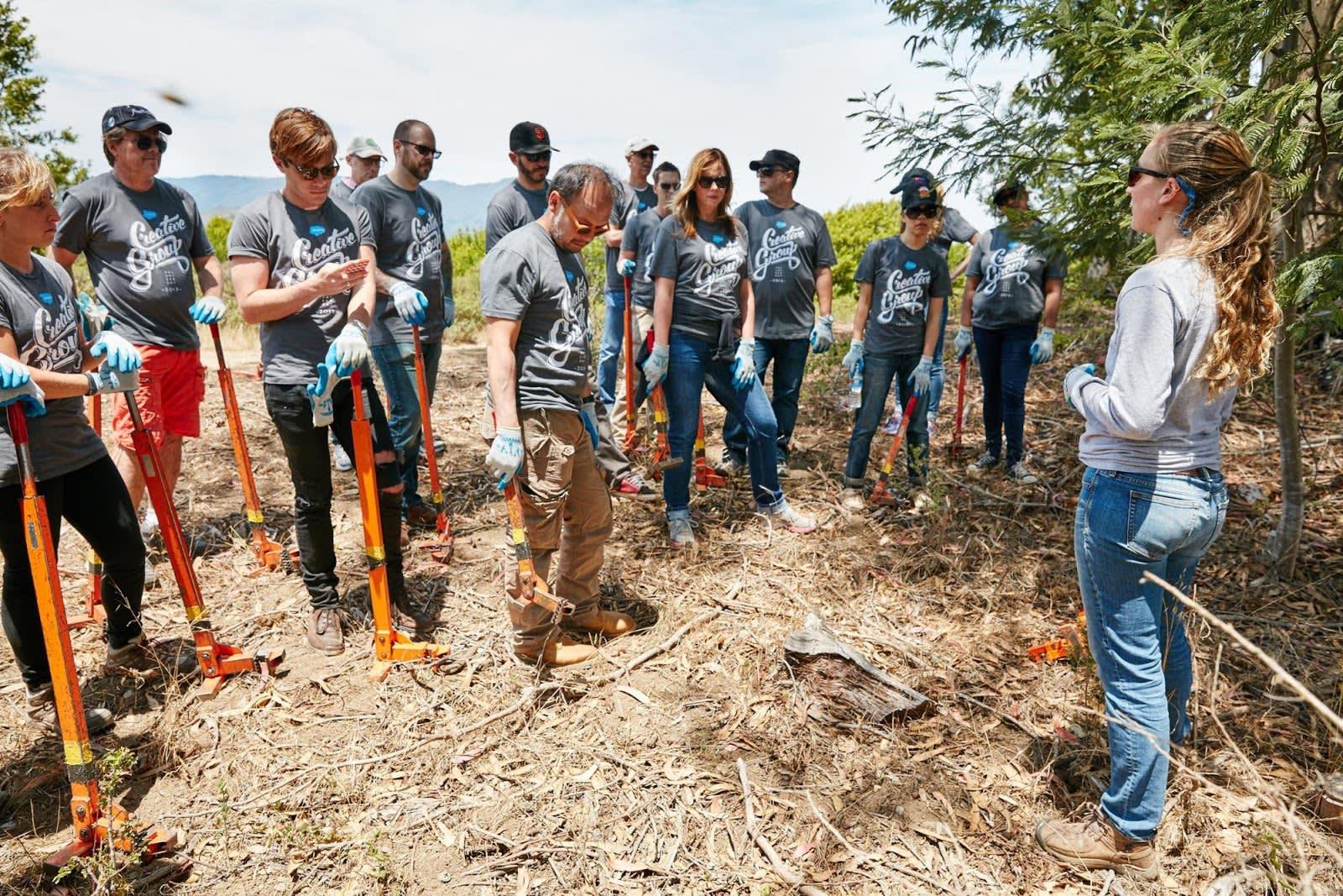 Foto von Freiwilligen vor Ort