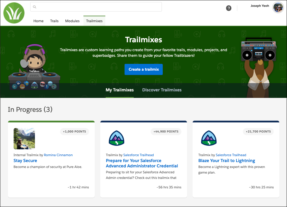 Página Trailmixes no site do myTrailhead da Pure Aloe mostrando o logotipo da Pure Aloe, além da cor da marca no cabeçalho da página, do trailmix e das guias de navegação