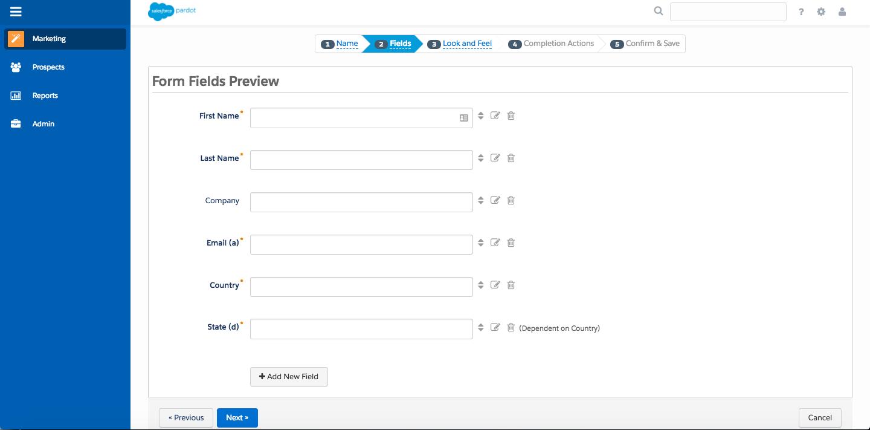 Pardot フォームウィザードのステップ 2。[名]、[姓]、[会社]、[メール]、[国]、[州] 項目が追加されています。[州] 項目は [国] 項目の項目値に連動します。