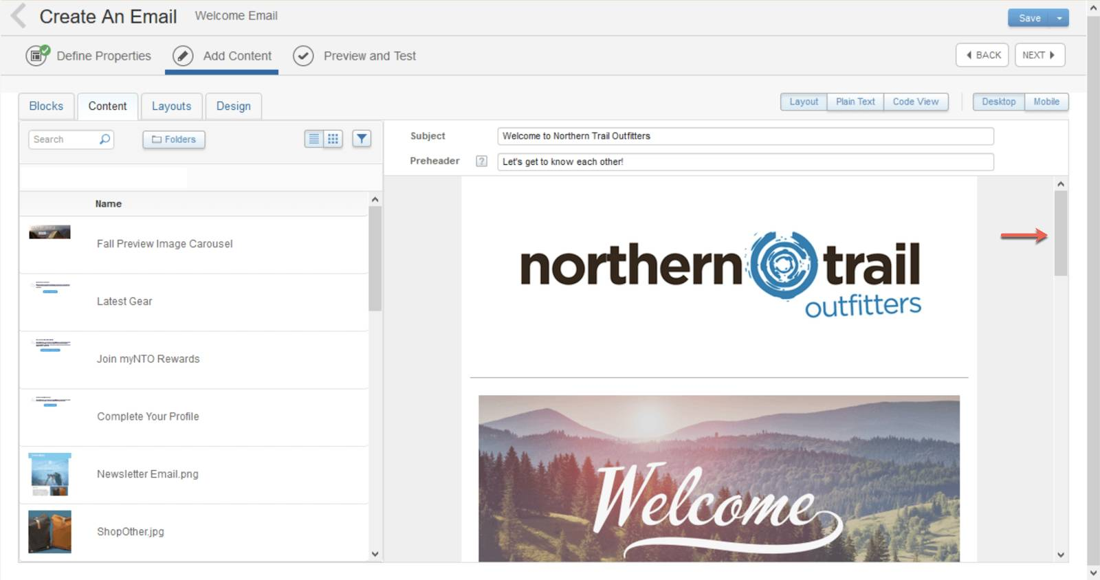 Captura de tela que mostra uma seta vermelha apontando para a barra de rolagem mais próxima do logotipo da Northern Trail Outfitters. Isso ajuda, pois há duas barras de rolagem visíveis na tela.