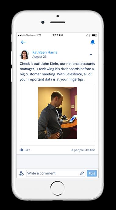 A captura de tela mostra uma publicação do Chatter sobre uma história de sucesso em dispositivos móveis