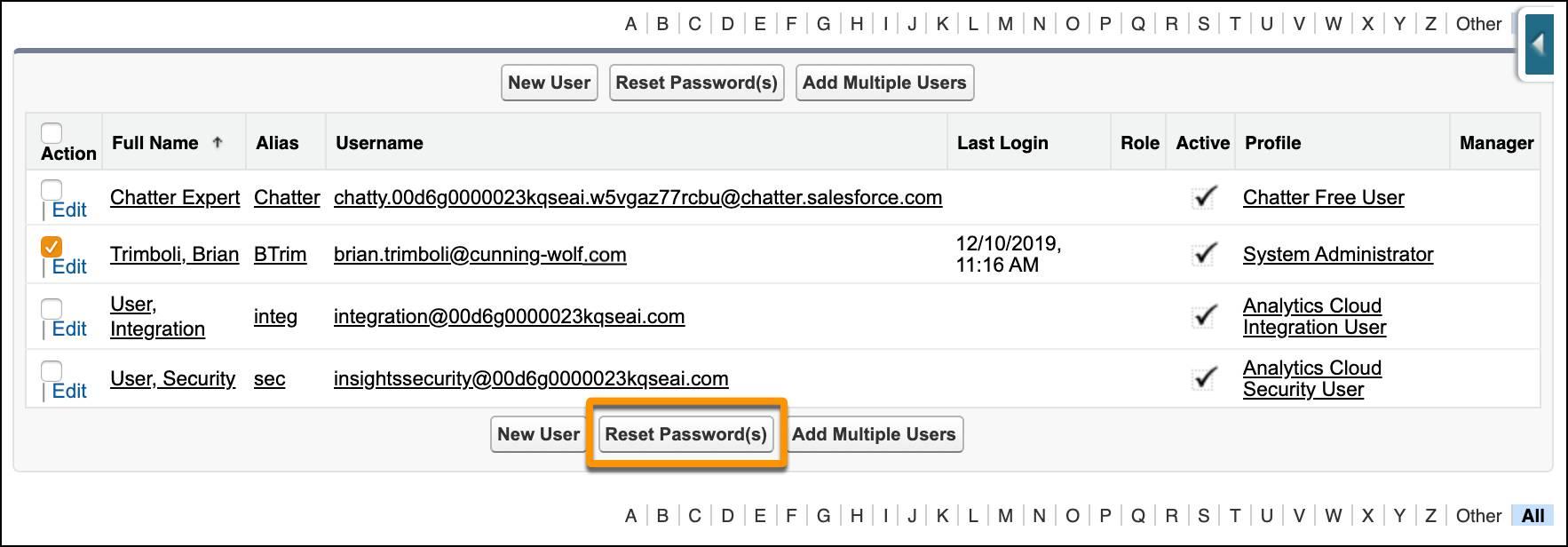 La lista de usuarios en Configuración una llamada en el botón Restablecer contraseña.