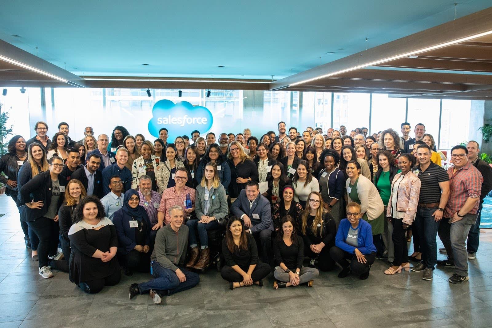 Fotografía de los líderes del Grupo Ohana Global y patrocinadores ejecutivos en la sede de la Cumbre Ohana inaugural de 2018