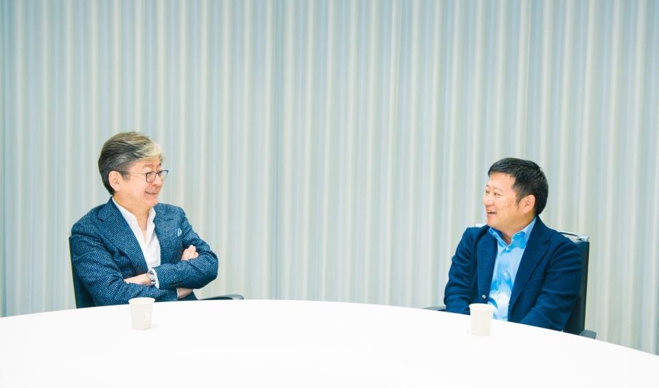 マネックスグループ代表執行役社長CEO松本大氏(左)、マネーフォワード代表取締役社長CEO 辻庸介(右)