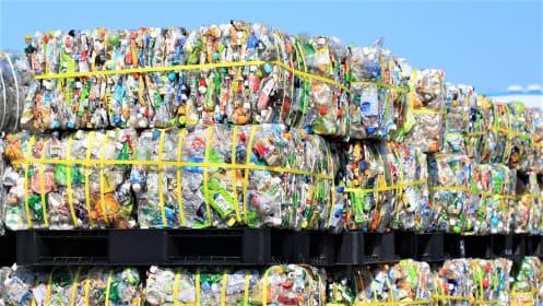 急速なプラスチック規制の背景にある日本の産業廃棄物処理ビジネスの問題点