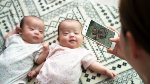 双子の誕生に教育費が心配な33歳会社員。資金計画のポイント3つ
