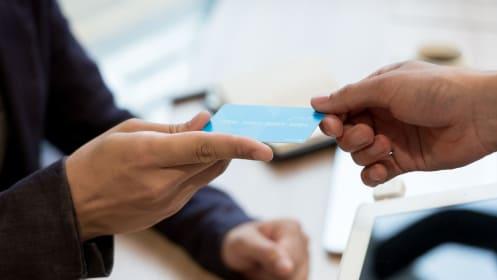 クレジットカードのメインカードの選び方、よく使うスーパーや携帯から具体的に考える