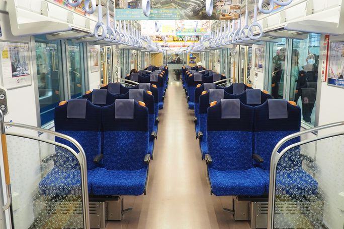 拝島ライナー&S-TRAIN車内