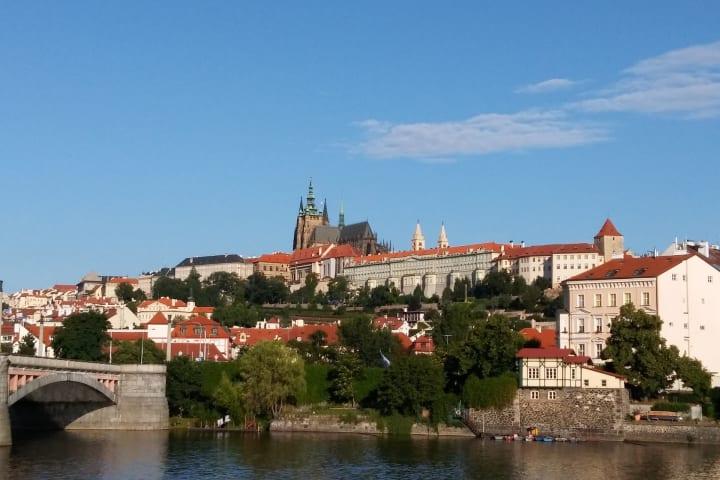 Bus & River Cruise & Castle Tour