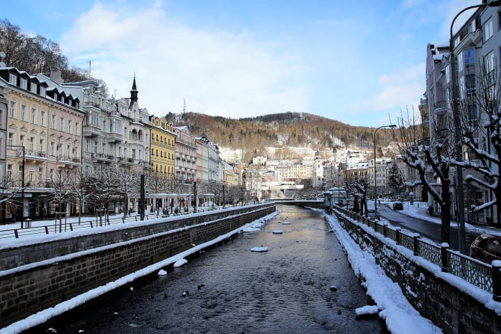 КАРЛОВЫ ВАРЫ (Karlovy Vary Russian)