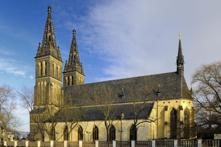 Bus & Vysehrad Castle & River Cruise