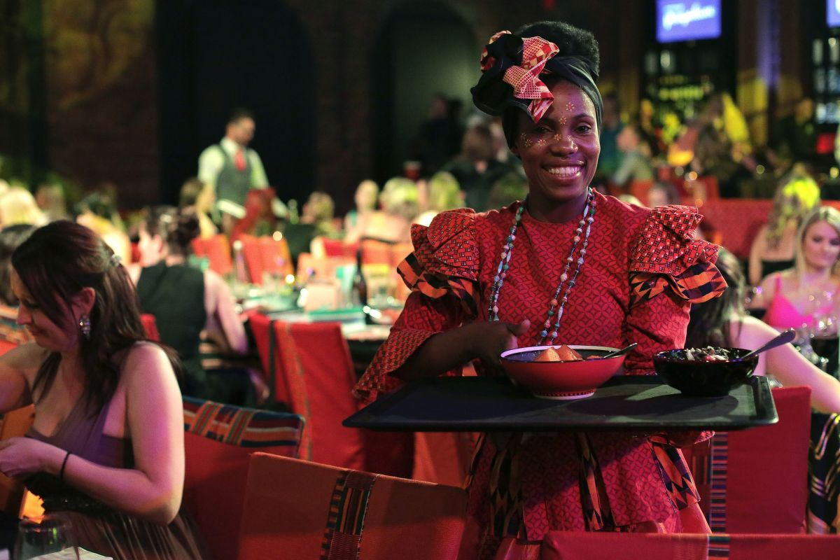 Gold Restaurant: Free djembe drumming / glass of sparkling wine