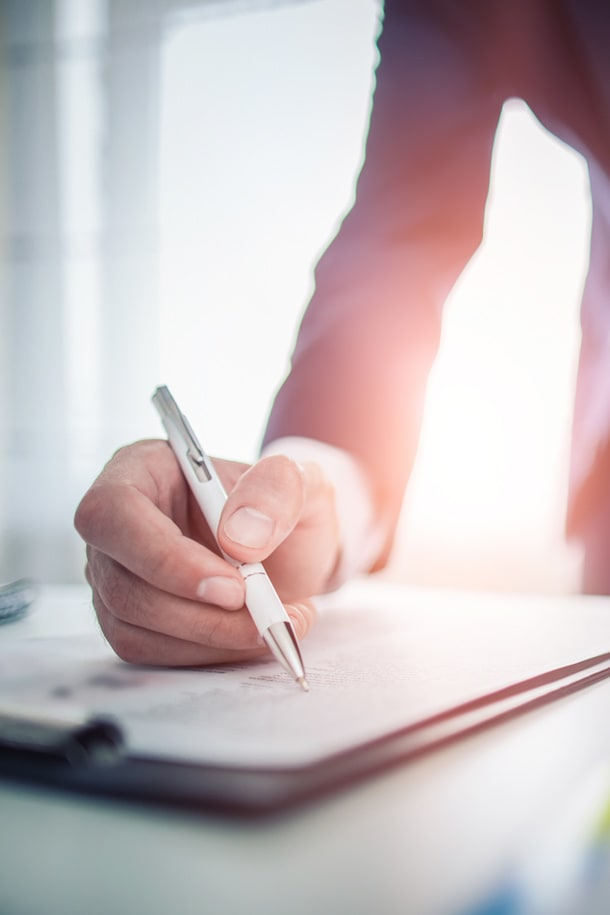 How to Know When to Hire a Breach of Contract Lawyer
