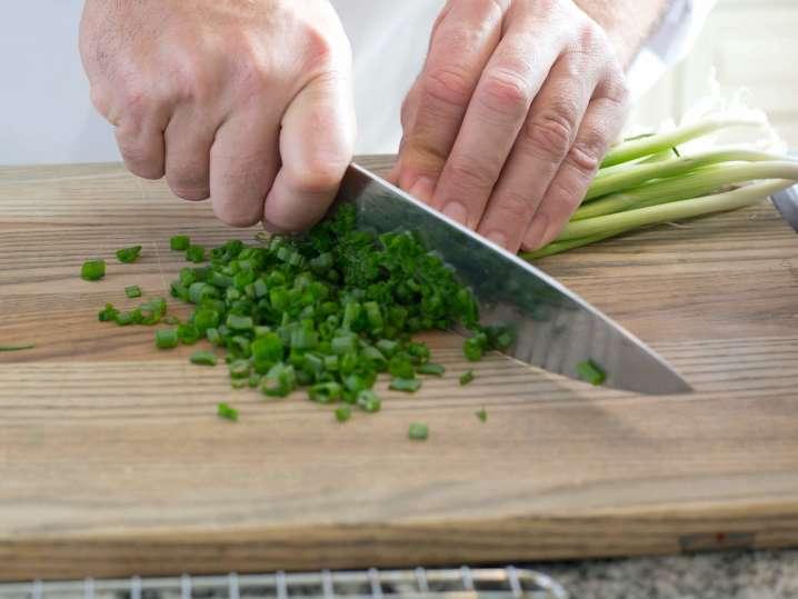 chef slicing scallions | Classpop