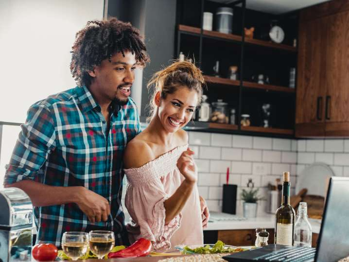 couple taking an online cooking class at home   Classpop