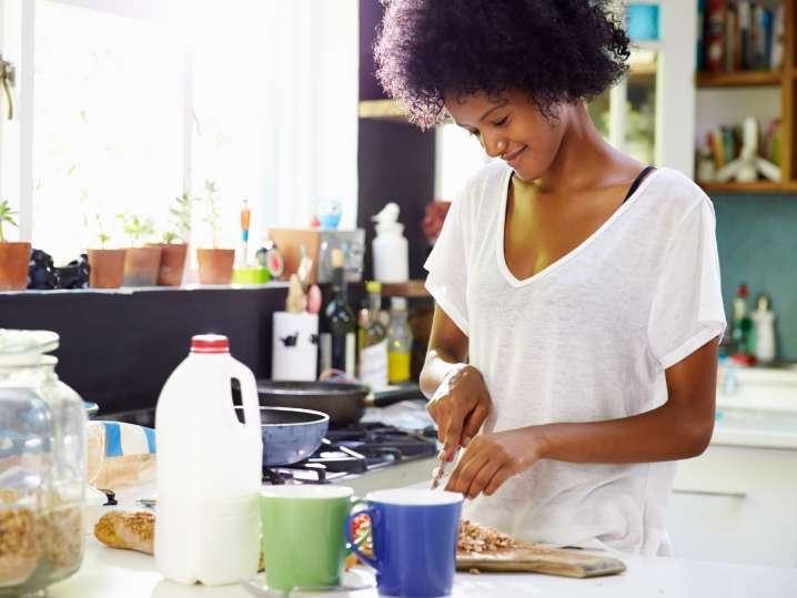 woman cooking pancakes in pajamas   Classpop