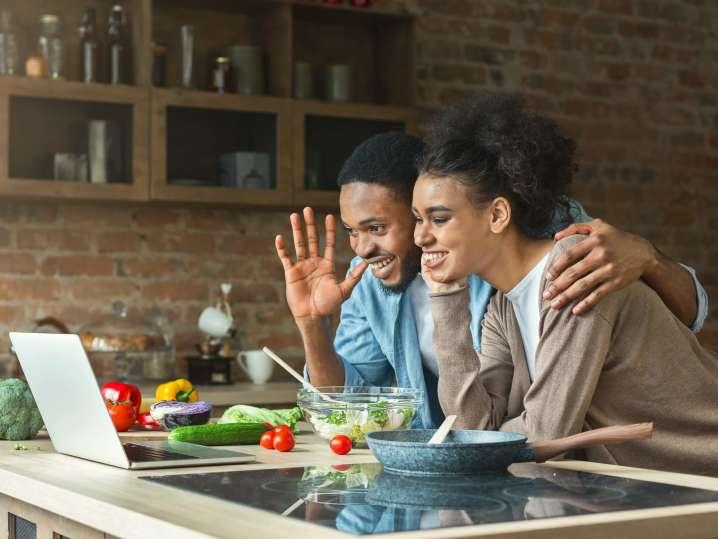 couple taking a virtual cooking class   Classpop