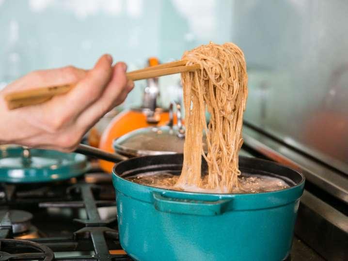 cooking ramen noodles in broth   Classpop