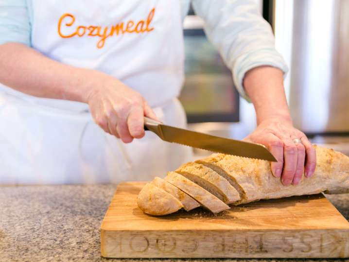 chef slicing a baguette   Classpop