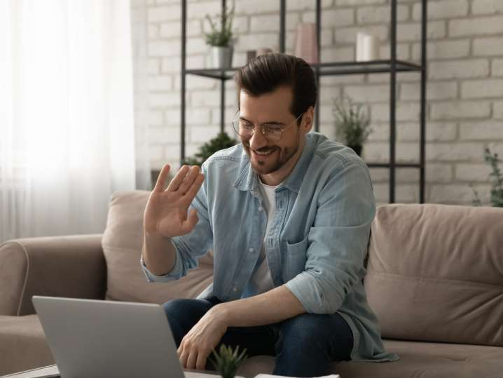 man playing virtual trivia