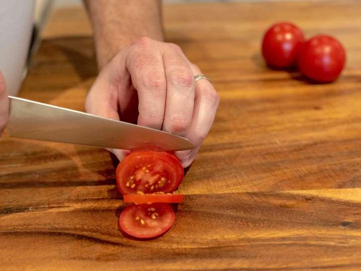 slicing tomatoes | Classpop