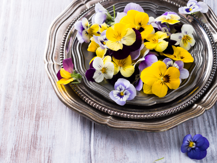 A Guide to Cooking With Edible Flowers