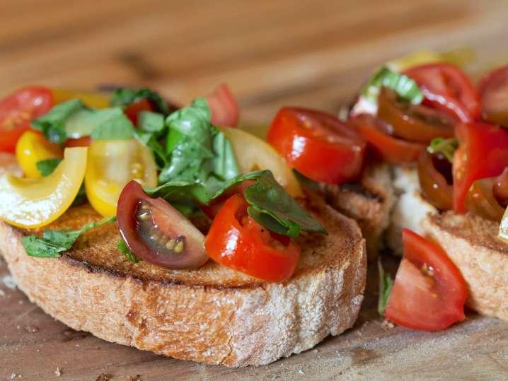 bruschetta with fresh tomatoes and basil | Classpop