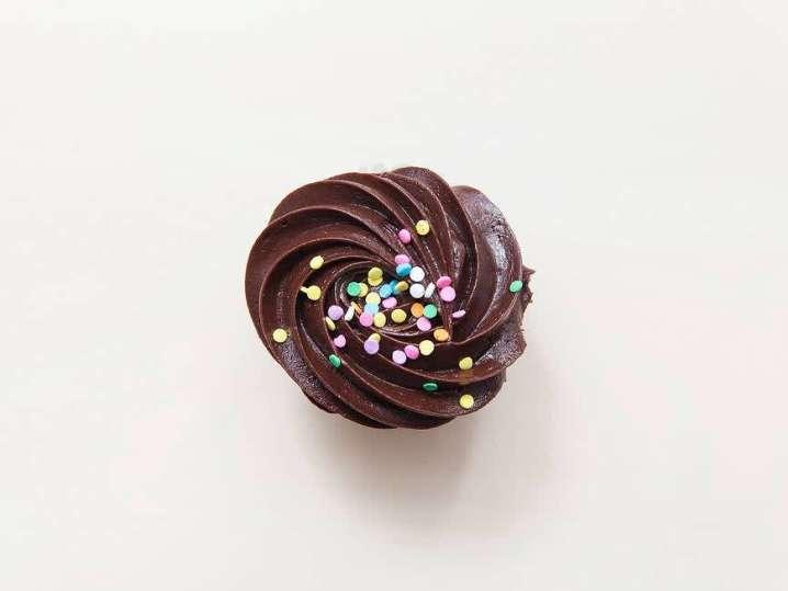 chocolate frosted cupcake | Classpop