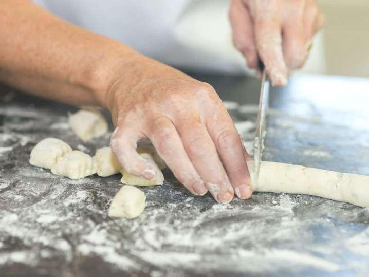 chef slicing gnocchi dough | Classpop