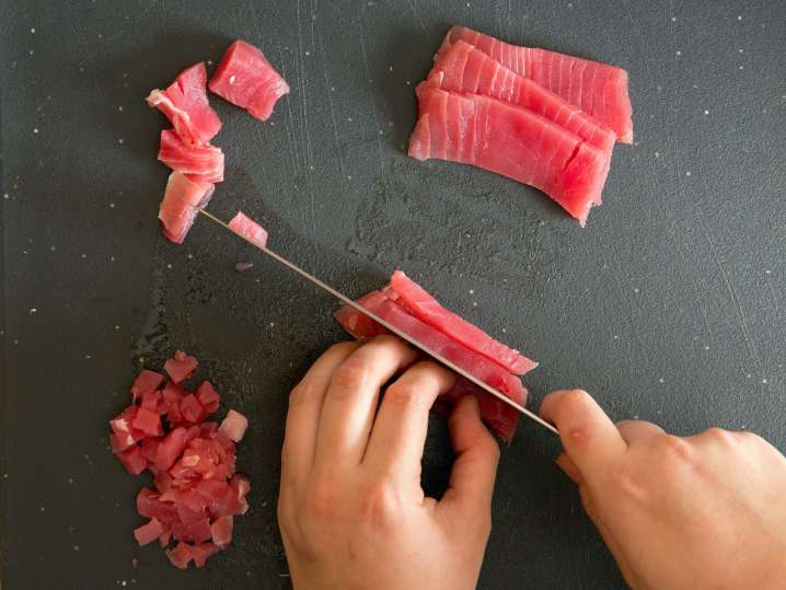 chef slicing ahi tuna | Classpop