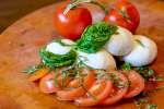 fresh tomatoes with homemade mozzarella | Classpop
