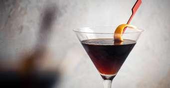 Cocktails recipes: Black Manhattan