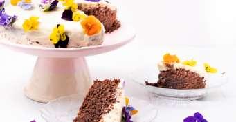 Dessert recipes: Gluten Free Chocolate Cake With Edible Flowers