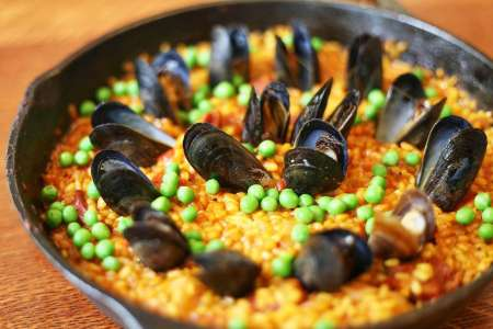 Market Tour + Paella Class in Seattle