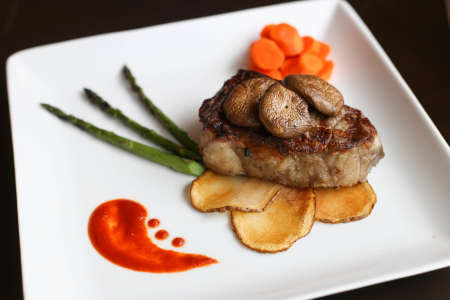 Sirloin steak, potato slices, carrots, mushrooms and asparagus