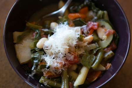 minestrone and bread